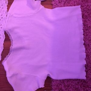 LETTUCE BOTTOM RIBBED CROP TOP WITH LACE NECK